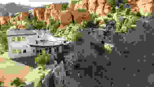 the-cliffhouse-airbnb_h.jpg